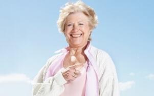 Foto mulher alegre – Microfisioterapia
